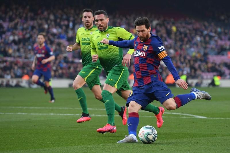 Barca phá kỷ lục sâu tồn tại 47 năm của Real